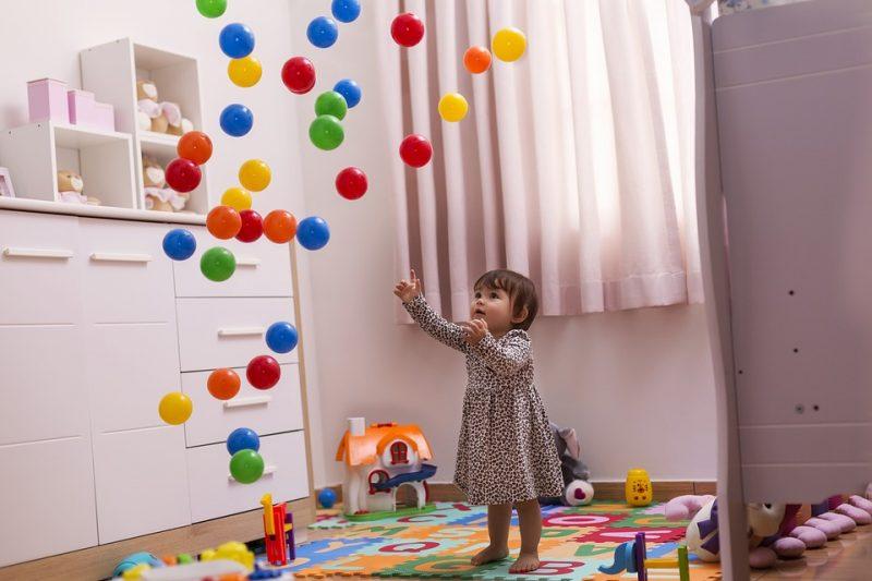 Jak przetrwać w domu z chorym dzieckiem? <br>– 7 propozycji zabaw